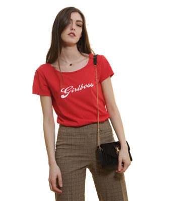rouge-t-shirt-girlboss
