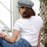 femme de dos qui porte un T-shirt blanc SEKHMET