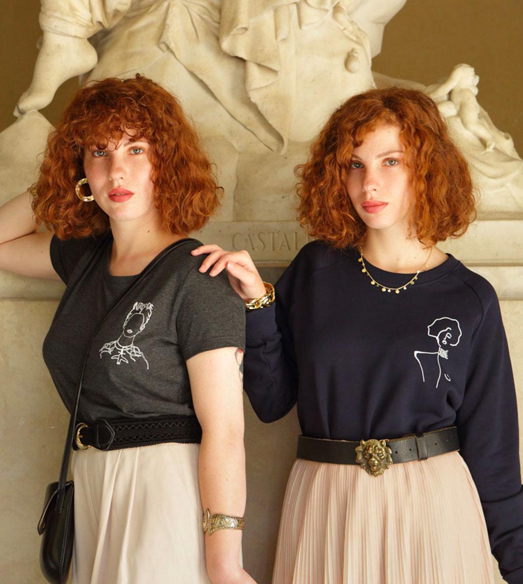 mannequins portant un tshirt qui représente Frida Kahlo, l'autre porte un sweatshirt qui représente une oeuvre de Gustav Klimt