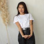 femme portant t-shirt blanc Klimt Leonor Roversi