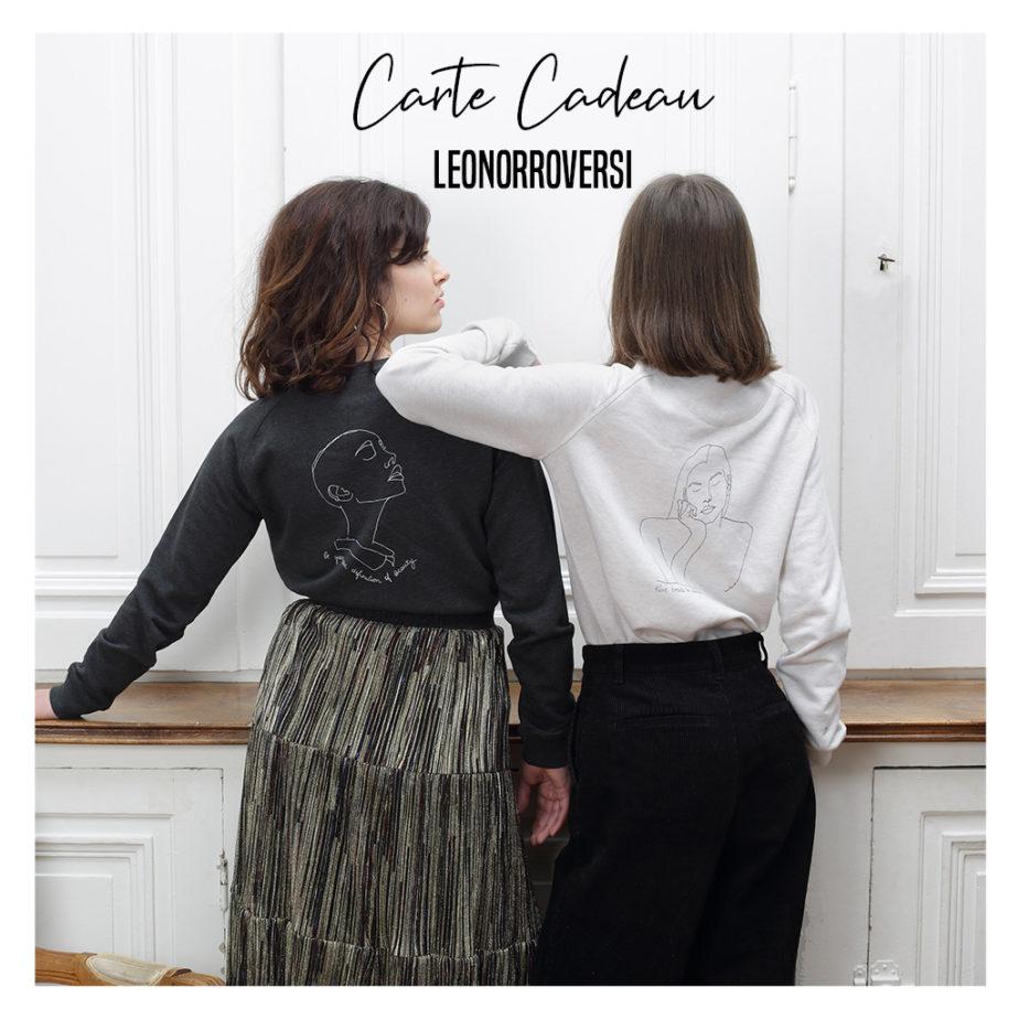 Une image de deux mannequins de dos portant des sweatshirts Leonor Roversi avec le mot Carte Cadeau écrit sur l'image