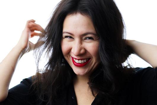 rencontre avec La créatrice de la marque Leonor Roversi entrain de sourire