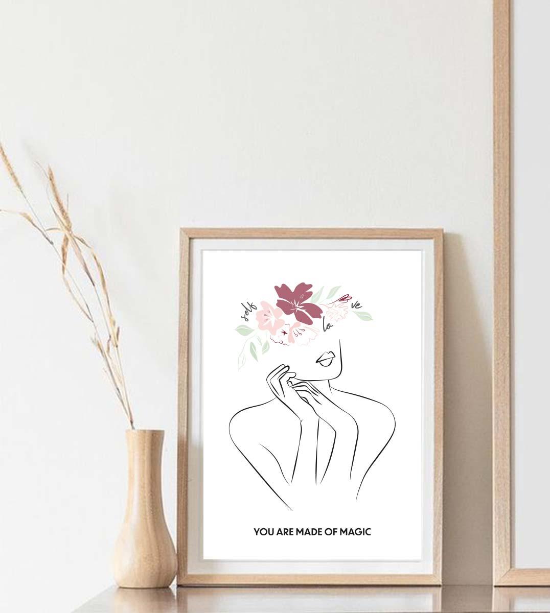 affiche avec le visuelle selflove sur cadre en bois