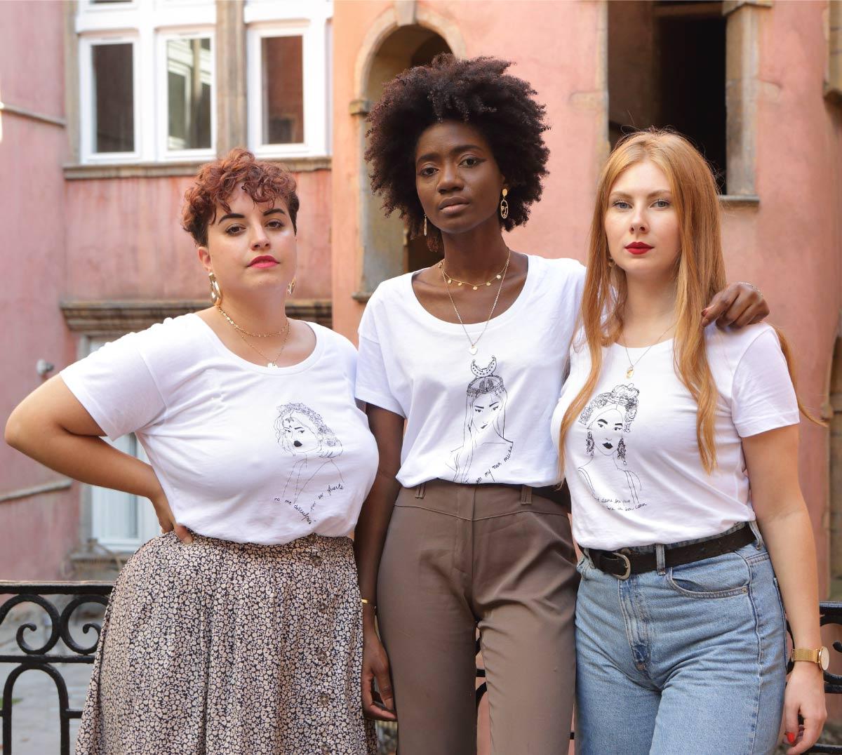 Les 3 t-shirts de la collection reinas portés par une rousse une brune et une blonde