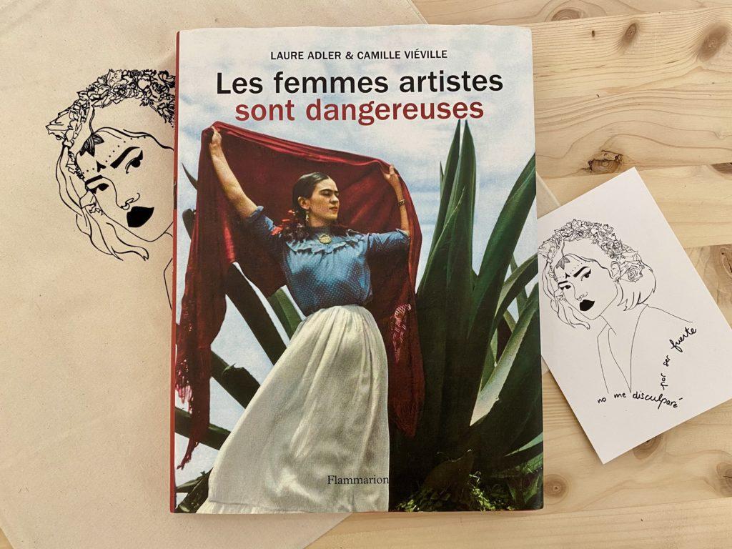 photo à plat couverture les femmes artistes sont dangereuses leonor roversi